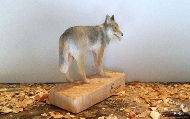 geschnitzter Wolfshund