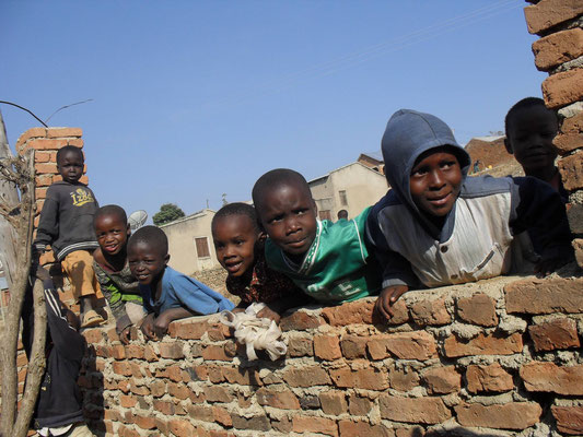 Kinder einer Familie aus dem Kleinkreditprojekt