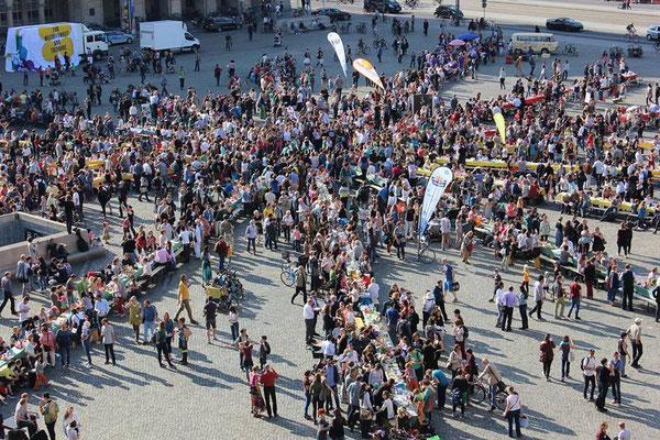 """Beteiligung bei """"Dresden isst bunt"""" auf dem Altmarkt in Dresden (Foto: Cellex Stiftung, Anja Schneider)"""
