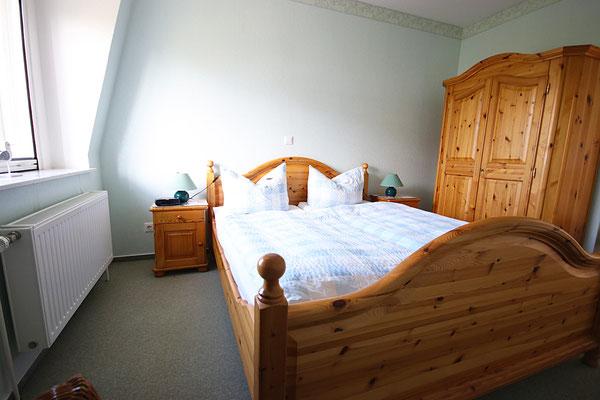Schlafzimmer zwei in der Ferienwohnung Langeneß