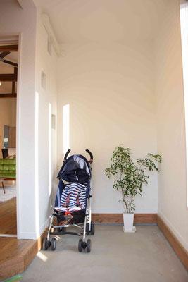 ぺビーカー、自転車等の置き場(玄関)