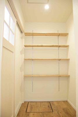 棚も設けています。もちろん取外し可能。