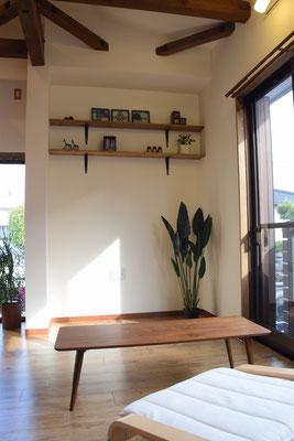 テレビ置き場と飾り棚