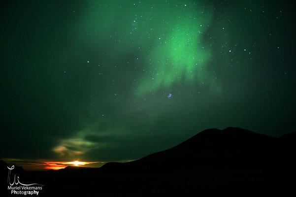 Landmannalaugar refuge aurore et volcan