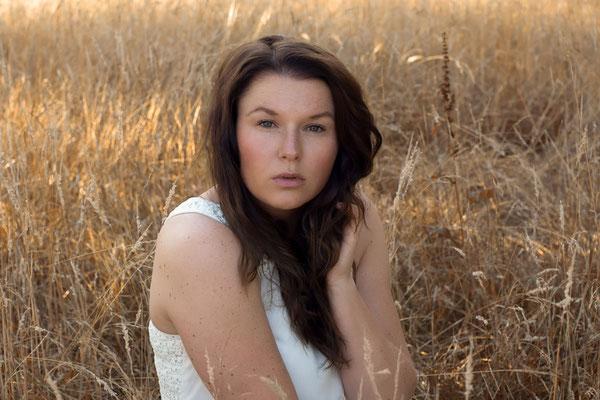 Emotionale Portraits für Frauen in der Natur - Sarah