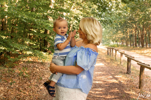 Paarshooting - Mutter Kind Shooting - Jenny Sohn und Babybauch im Wald