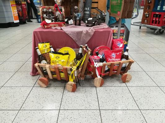 Bollerwagen auch in einigen Getränkeläden und Rewe-Märkten erhältlich