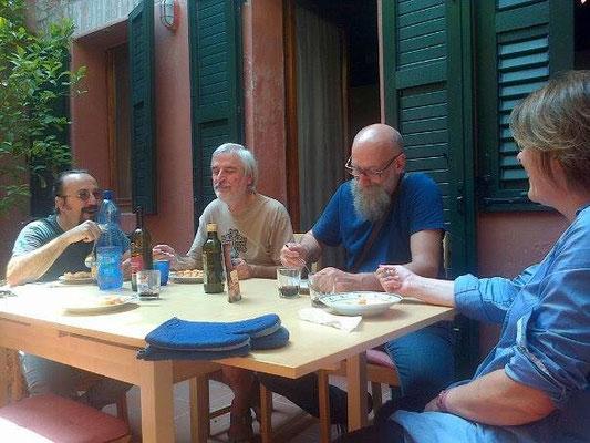 Da sinistra: Virgilio Patarini e gli artisti Edoardo Stramacchia e Paolo Facchinetti