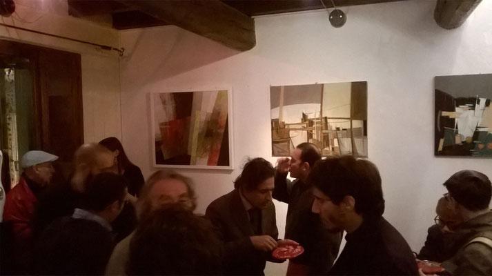 Nella foto si vedono o intravedono, da sinistra: il gallerista Travasoni, il produttore Govinda, il blues-man Paolo Bertelli, il filosofo Raimondo Galante, il cantautore Giacomo Marighelli, l'autore Eugenio Squarcia