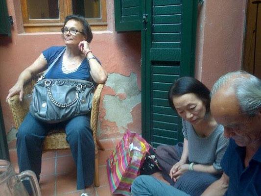 Al centro: l'artista coreana Kim Sang Lang, curatrice della sezione Installazioni Libere del Salon Comparaisons, Grand Palais, Paris