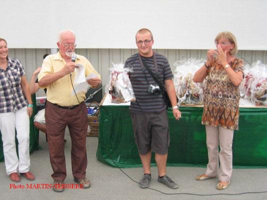 Benjamin Gayrard récompensé en compagnie de Jacky Gandon et Gisèle Nicolas de la SMAO