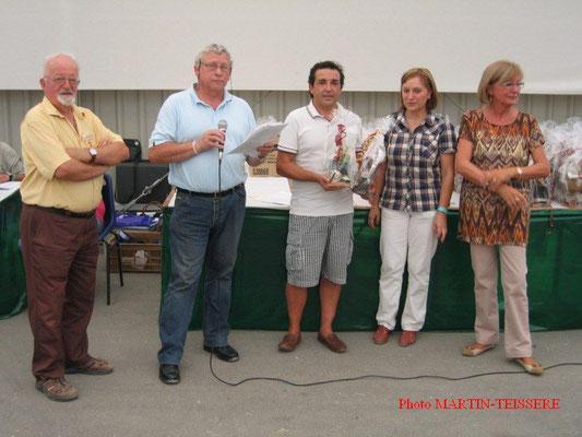 Henri Garcia récompensé en compagnie de Patrick Quilliet, Jacky Gando et Gisèle Nicolas