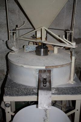 moulin à meules de granit