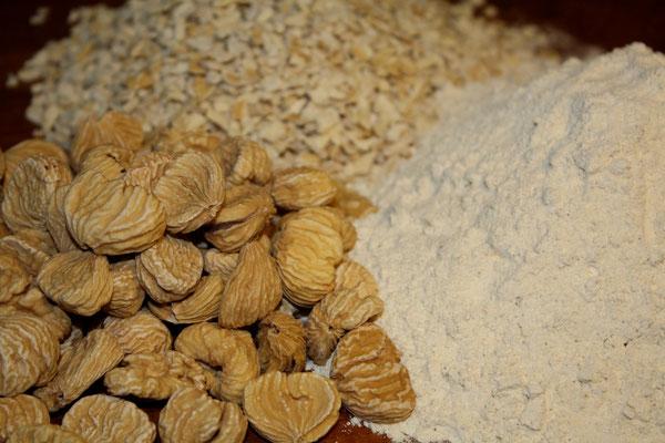châtaignes séchées, brises et farine