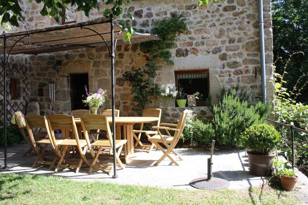 la terrasse du petit-déjeuner ou du repas du soir en été