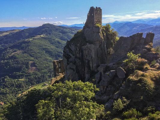Ruines château de Rochebonne - Vue sur la montagne ardechoise