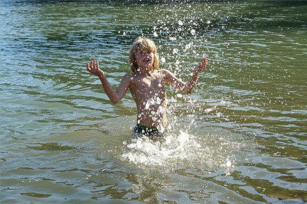 - helder water in het meer -