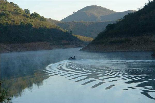 vissersbootje op het meer