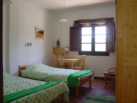 - slaapkamer in het grote gastenhuis -