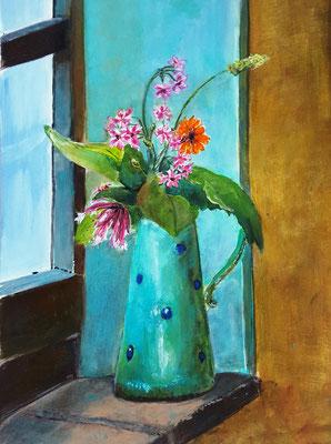 Wiesenblumen in handgetöpfertem Krug