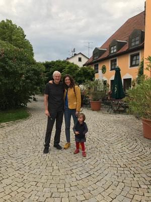 Geriatriker mit Olga und Enkel Oohna