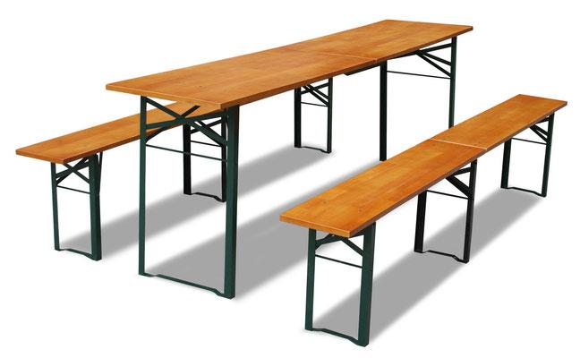 3 Festbänke aus Holz (70 x 220cm) mit dazu passenden Bänken > Fr. 20.–/Stk.