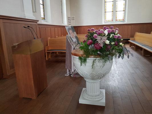 Blumengesteck Altar