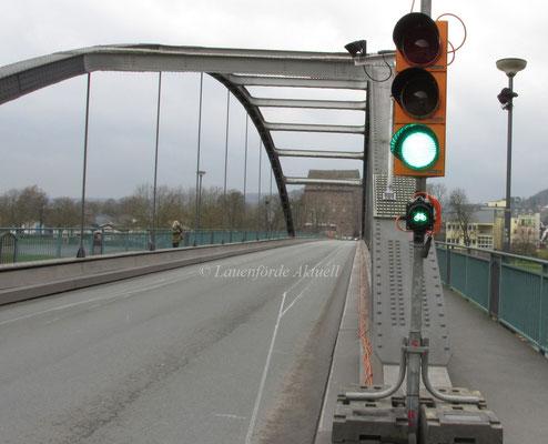 19. März 2014, einspurige Verkehrsführung auf der Brücke / Foto Lauenförde Aktuell