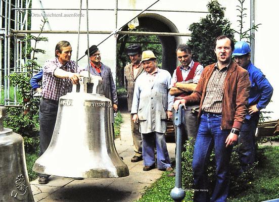 v.l. ein Mitarbeiter der Giesserei, Bodo Meier, Heinz Bergunde, Ernst Nolte, Günther Zühlsdorf, Pastor Tausch und ein Mitarbeiter der Giesserei