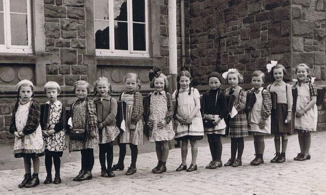Erster Schultag Anfang der 40er Jahre