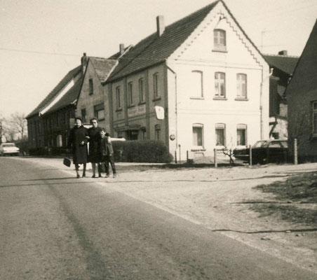 """Gaststätte """"Zum Sollinger Walde"""" 60er Jahre"""