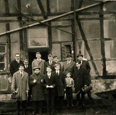 Posaunenchor hinter dem alten Gemeindehaus / Pfarrhaus