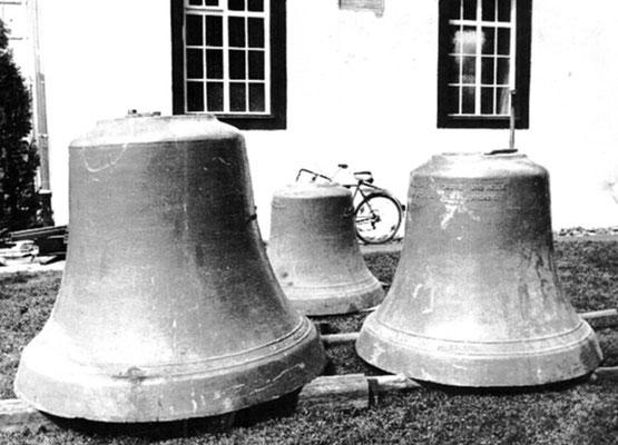 Die alten Glocken nach dem Ausbau