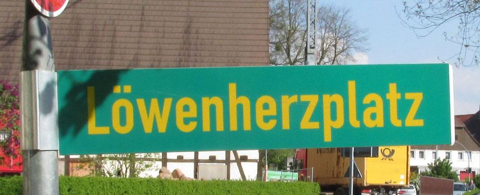 """Neues Schild """"Löwenherzplatz"""" / Foto: MZ / 20.04.2014"""