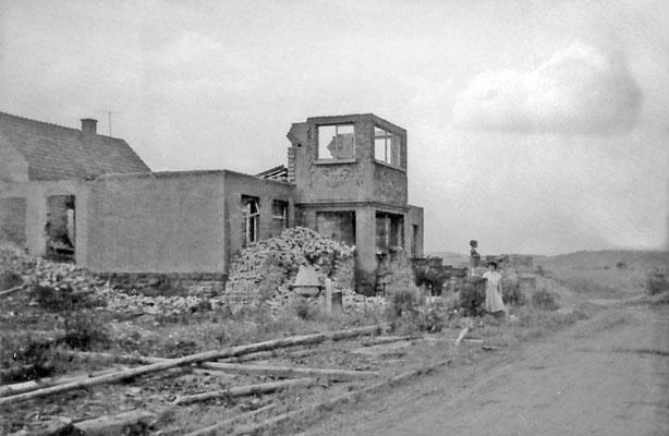 Abgebranntes und entkerntes Wohnhaus von von Wehrden Bruchweg 191, heute Sohnreystraße 5