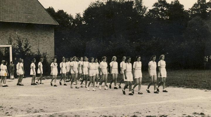 Einlauf der Handball Damen