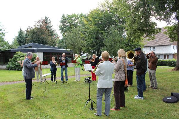 Anlässlich der Goldenen Konfirmation 2012, war der ehemalige Chorleiter und Gründer des neuen Chores, Wolfgang Thies in Lauenförde und somit an alter Wirkungsstätte.