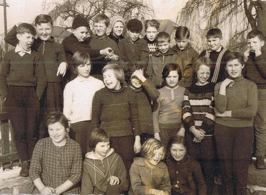 Auf dem Schulhof 1964