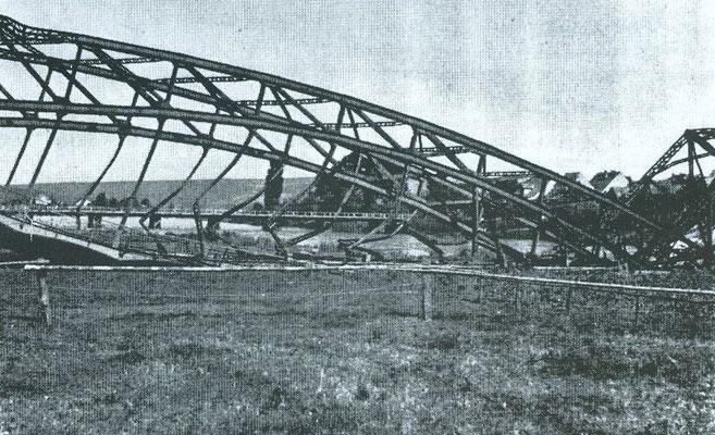 Erste Weserbrücke nach der Zerstörung im 2. Weltkrieg