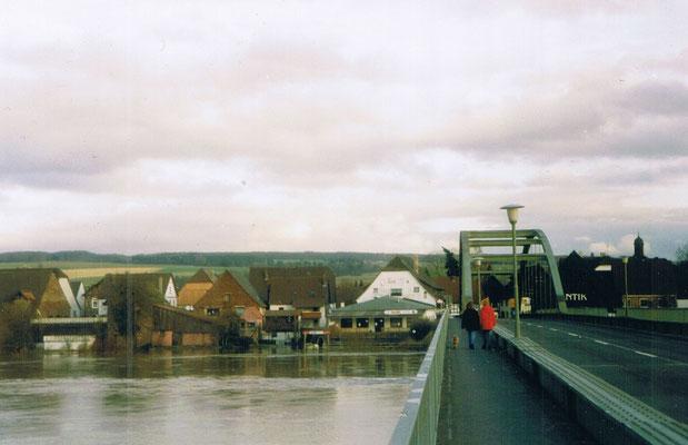 Brücke heute, die Weser ist sehr hoch