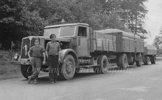 Josef Künemund, links, mit Fuhrunternehmer Kudell.Frühe 50er