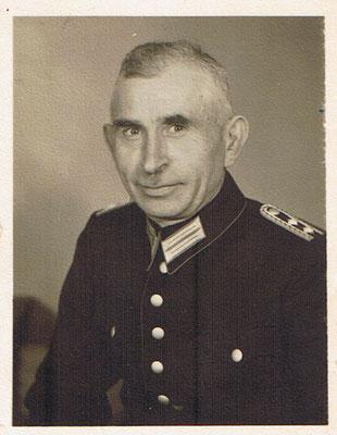 Heinrich Mauritius in Feuerwehruniform 1956