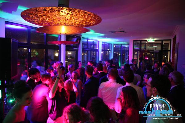 Hochzeit in der Villa Seebeck in Bremerhaven - volle Tanfläche = guter DJ