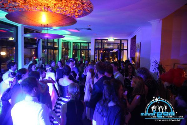 Hochzeit in der Villa Seebeck in Bremerhaven - volle Tanzfläche = guter DJ