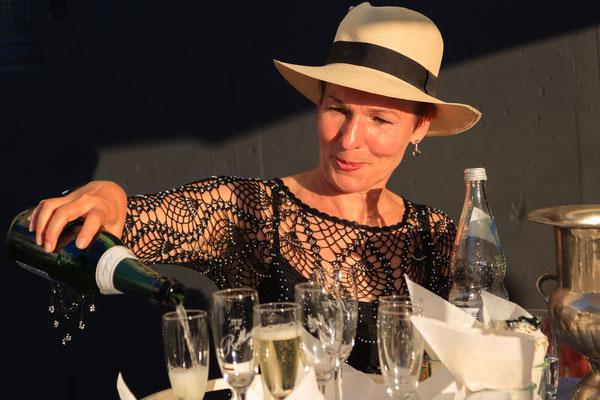 Angela Grether bei Sekt und Selters.