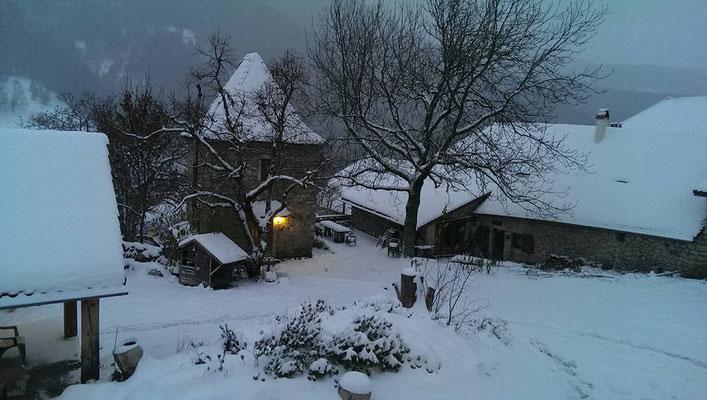 La ferme sous la neige.