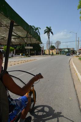 """Eine Tour mit dem """"Bicitaxi"""" durch die Stadt."""