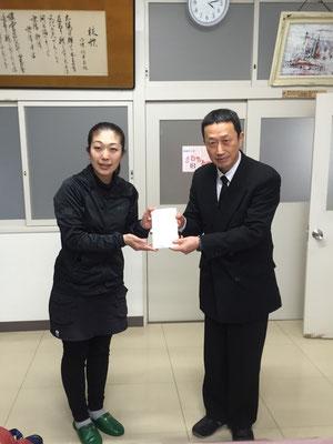 皆様のお気持ち、歌津中学校へお届けいたしました。新しい校長先生。
