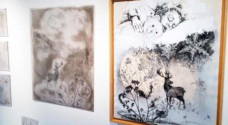 """Estampe """"Par une nuit d'hiver"""", 2019, 70x55cm, pointe sèche / plexiglas et xylogravure, matrices. Installation """"Par une nuit d'hiver"""" en 2019 à la Galerie des Hospices de Canet-en-Roussillon."""