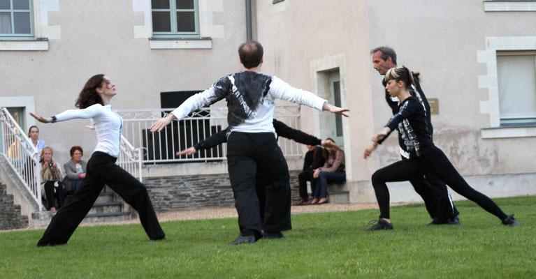 """François-Xavier ALEXANDRE, """"FX"""", event chorégraphique de Robert SWINSTON , directeur du CNDC (exposition de l'abbaye de Bouchemaine)"""